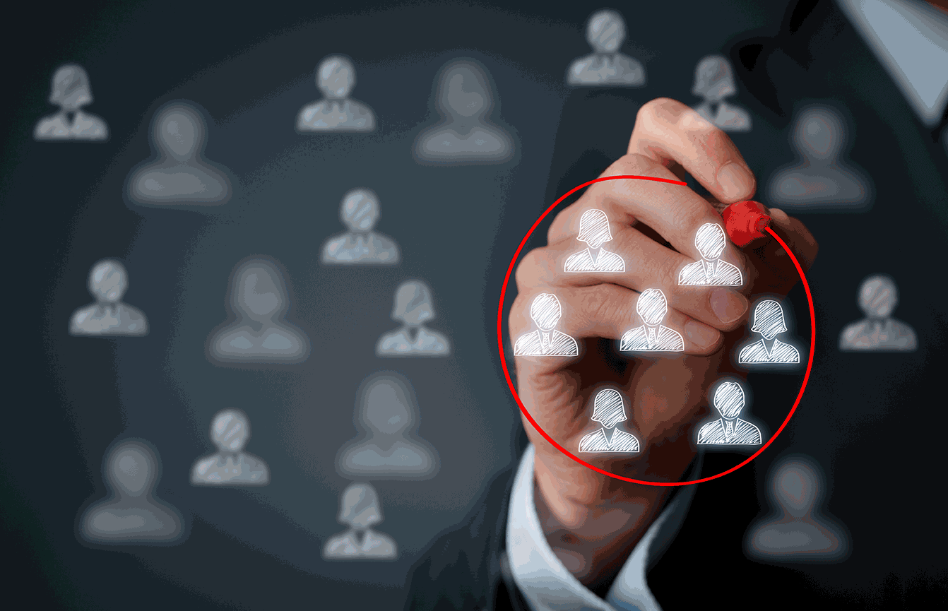 각 채널에 맞는 구독자 페르소나 설정을 통해 마케팅 전략을 실행